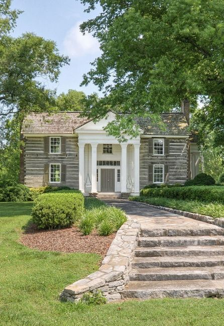 5 historic homes for sale with 10 acres or more walkways for Historic homes for sale in tennessee