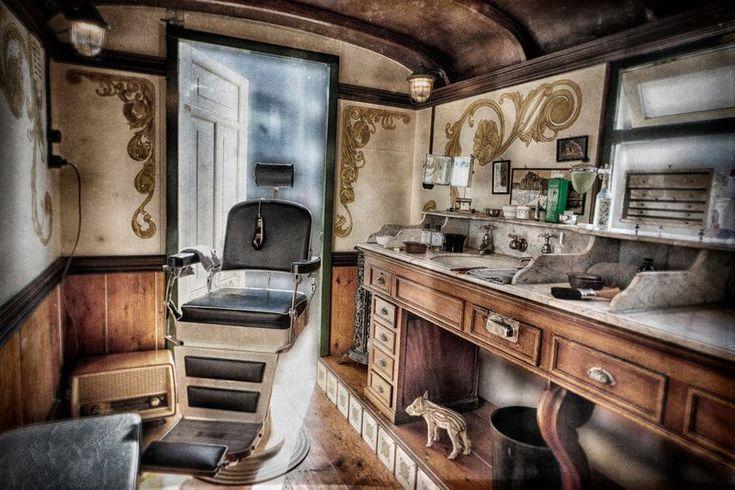 Несколько предпринимателей из Нидерландов решили переоборудовать вагончик для продажи еды в мужскую парикмахерскую.