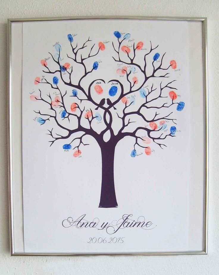 Árbol de huellas y firmas. Un recuerdo para siempre de todos los invitados que acudieron a vuestra boda.