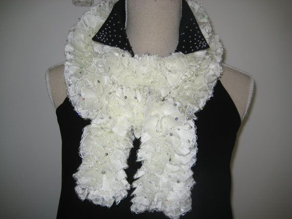 On Sale disc 50 Ruffle Scarf Knitted White Cream by MinnieCreation, €20.74