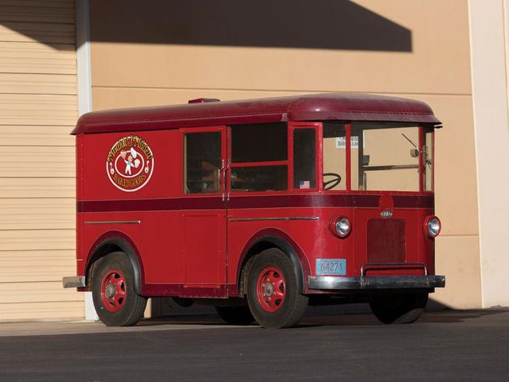 <ul><li>Ideal rolling billboard to advertise a local company or business</li><li>Iconic Twin Coach design, dating to the early 1930s</li><li>An older restoration that retains its original bakery delivery truck interior</li></ul><p>The Detroit Industrial Vehicles Company (DIVCO) was a builder of delivery trucks from 1926 to 1986. The company owes its existence to George Bacon, the chief engineer of the Detroit Electric V...