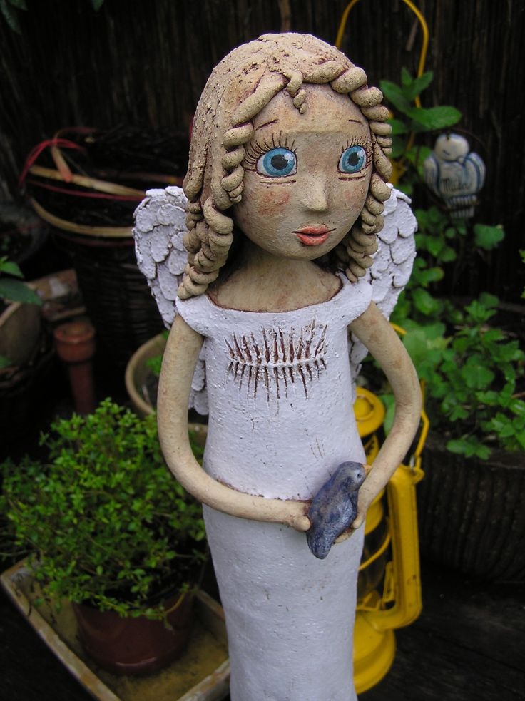 Anděl s ptáčkem (na objednávku) Keramická figura, výška 45 cm.