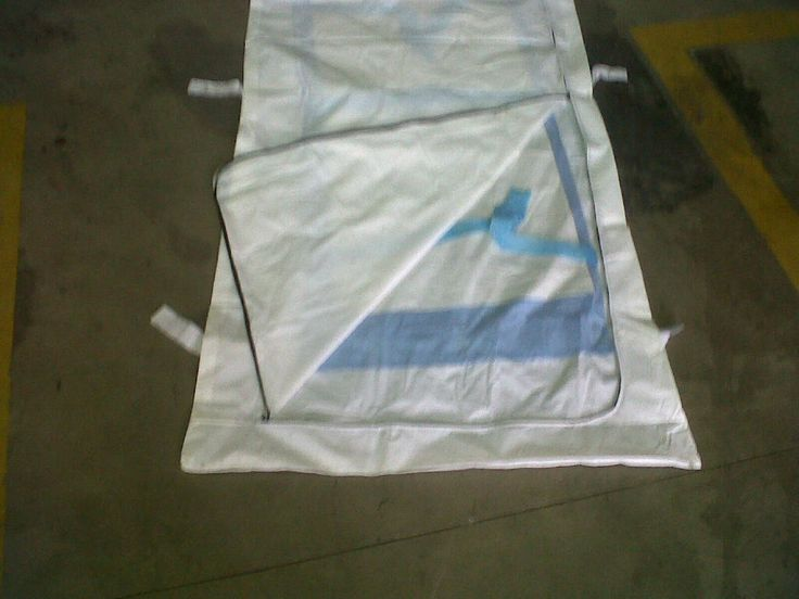 U-ZIP BODY BAG OPENED BY THE ZIP TO SHOW THE INNER LINEN SAVERS . MANUFACTURED BY QUANTUMED