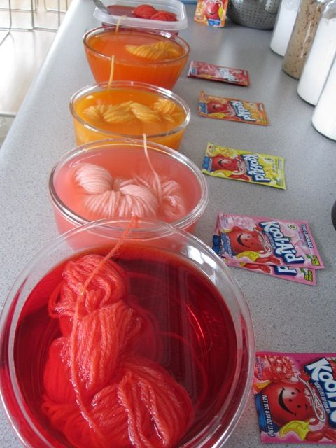 Use Kool-Aid to dye yarn! Love the colors & her easy steps!