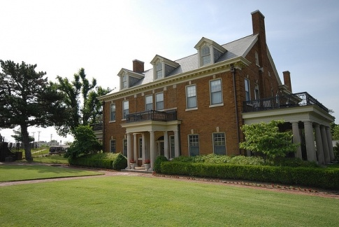 Stay at the posh Kennedy Mansion bed and breakfast in Tulsa, Oklahoma and be treated to a gourmet breakfast prepared by a French chef.