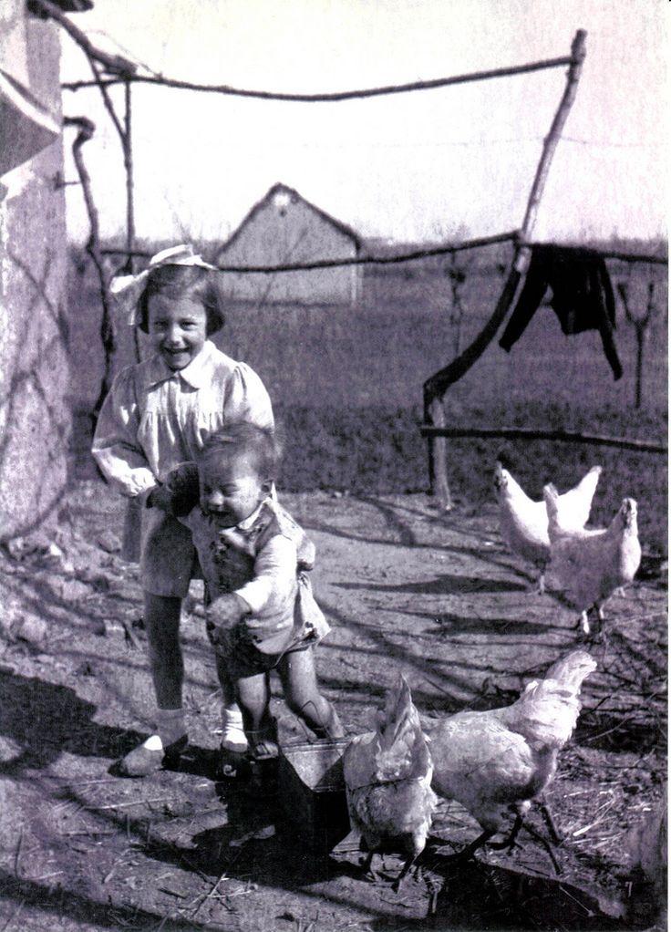 BAMBINI DI UNA VOLTA 1943 in tempo di guerra a Ronco Briantino (Mi) #TuscanyAgriturismoGiratola