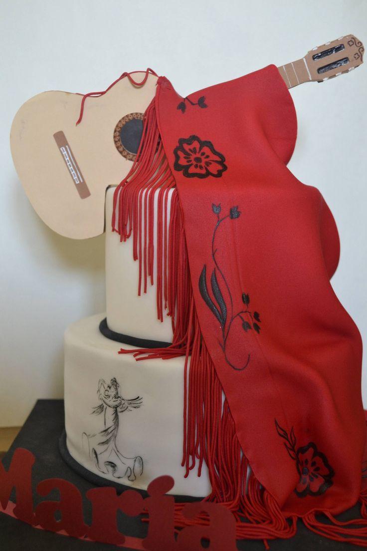 Tarta guitarra y mantón flamenco