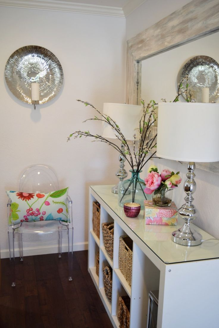 Foyer Mudroom Jewelry : Update your entryway for summer using colorful accessories