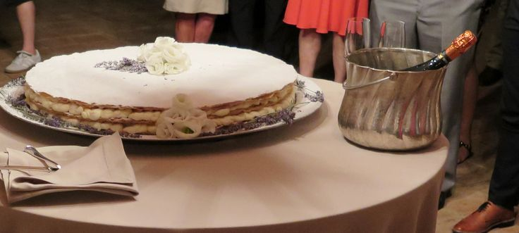 Traditional Italian Wedding Cake with Lavender and white roses decoration at #BorgoPetrognano All Rights Reserved GUIDI LENCI www.guidilenci.com
