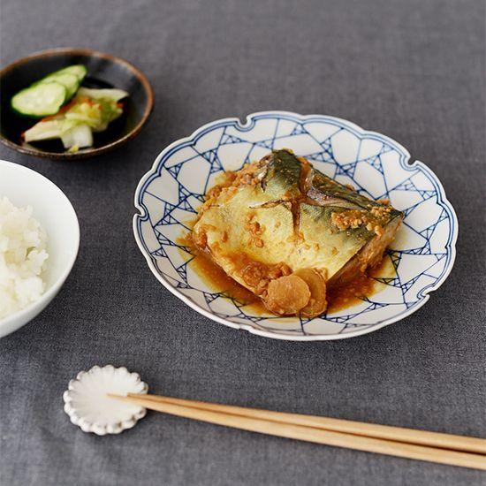 サバの味噌煮  食費にも嬉しいサバは、味噌煮でもっと美味しく。黄金比率は、水、酒、みりん=3:2:1の割合です。一度味付けを覚えておけばとても簡単に作れるんですよ。