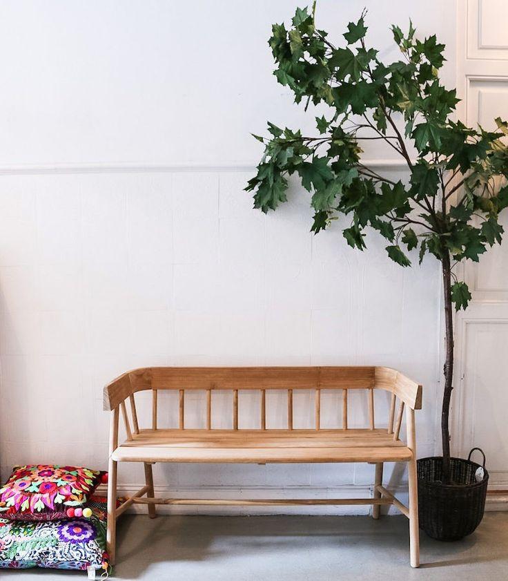Banco de madera pequeño y sencillo para decorar la casa. Banco de estilo nórdico natural para decoración del recibidor, cocina o salón