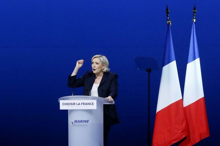Pour attaquer Macron, Le Pen parodie un discours de Hollande