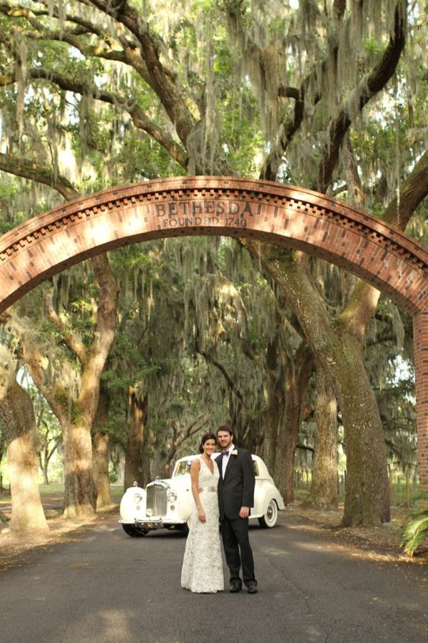 Beautiful Savannah Wedding Featured In Style Me Pretty Bride Is Wearing A Gorgeous Jim Hjelm