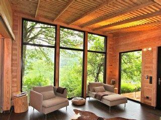 Traumhaftes Holzhaus am See in Hasenfeld: 1 Schlafzimmer, für bis zu 2 Personen. Luxuriöses Design-Holzhaus mit Privatsauna, Kamin und Panorama-Blick | FeWo-direkt