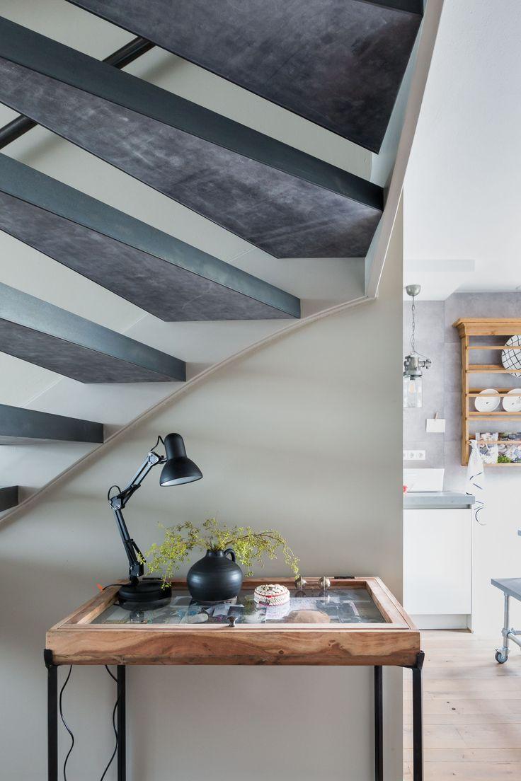 25 beste idee n over open trap op pinterest for Hoeveel traptreden heeft een trap