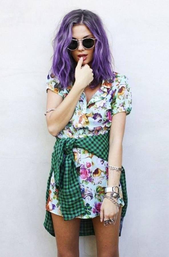 Cheveux violets sur carré long