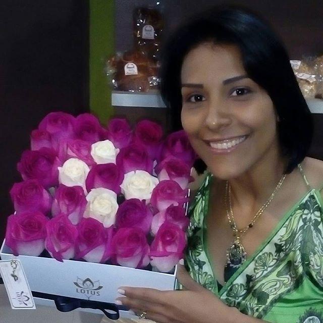 Un maravilloso #tbt❤️ Celebramos el Brunch con Aroma de Mujer en @pasapalosexpress y nuestras amigas de @lotus.ve nos obsequiaron estas bellas rosas.  Todas las flores cuentan con un significado propio y con cada una podemos transmitir un mensaje diferente. Aquí tenemos una mezcla Belleza, Pasión, Felicidad y Amor. Las Flores son símbolo de Pureza, Abundancia y Prosperidad.  Buen día para todos . #ideasenaccion #ideas #emprendedor #emprendimiento #empresa #entrepeneur #tips #infographic…