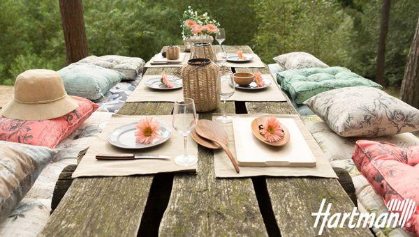 Shades of romance; Laat uw tuin een inspiratiebron zijn. Samen genieten en tot rust komen, in deze mooie #tuinkussens van #Hartman!