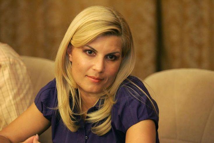 Cum a reusit sa se coafeze Elena Udrea in arest? A invatat de la celelalte detinute! - http://bit.ly/1CPZvgs
