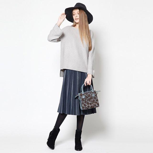 オーバーニットにプリーツスカートでエレガントお洒落さん ♡タイプいろいろ大人モテ系コーデのファッション スタイル アイデア♡