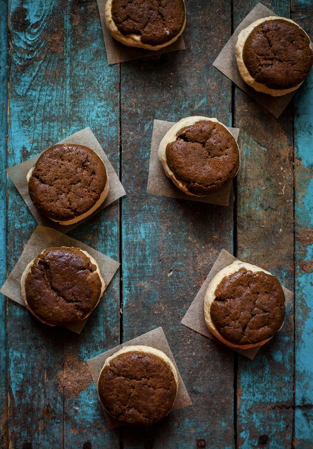 Ginger Cookie & Carrot Cake Ice Cream Sandwiches (via Bloglovin.com )
