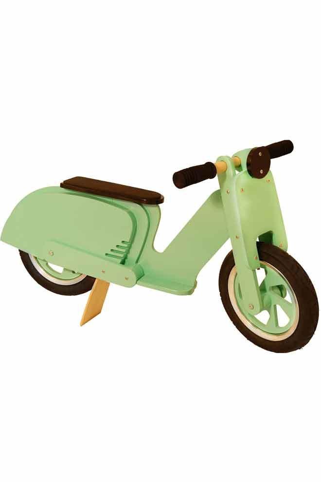 Chez Kiddimoto on propose des scooters et motos en bois, pour que les enfants est l'authenticité du jouet et l'effet du vrai !