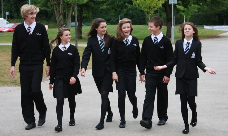Escolas inglesas adotam uniforme sem gênero para diminuir bullying