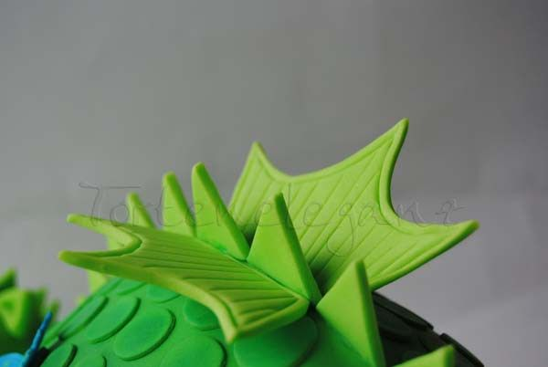 3D Drachen Torte 3. Kindergeburtstag Flügel