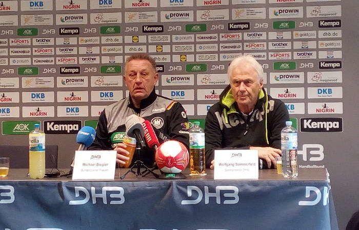 Handball WM 2017 Deutschland: DHB-Sportdirektor Wolfgang Sommerfeld auf der Pressekonferenz am 2. Dezember 2017 zur Team-Situation nach der Verletzung von Kim Naidzinavicius aus dem Eröffnungs-Match Deutschland gegen Kamerun.