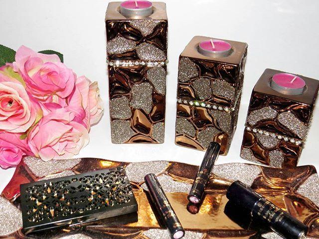 Meine bisherige Ausbeute von der @essence_cosmetics Lights of Orient LE . Ich habe allerdings wie viele andere auch nicht alles bekommen was ich wollte und probiere es daher morgen nochmal.  Das Body Splash riecht so gut . Wollt ihr zu den Produkten, die ich bis jetzt ergattern konnte, eine Review?   #essence #essencecosmetics #beautylover #beautyblogger #bblogger #blogger_de #beauty #makeupblogger #makeupaddict