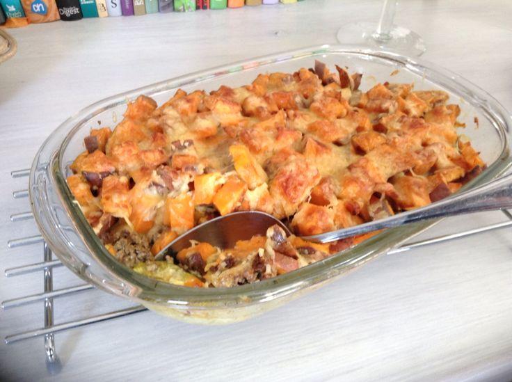 http://www.kaatenkoken.nl/zoete-aardappelschotel-met-prei-en-gehakt/