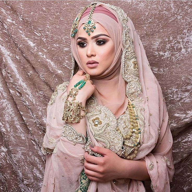 Next basic to bridal hijab styling course - October 2016! Learn how to create a variety of styles from basic and party styling, to creative to bridal! Learn all the tips and tricks to become a hijab stylist or to add hijab styling to your portfolio. Link for the course breakdown is in the bio #HumairaWaza #HijabStylist #HijabFashion #HijabSchool #HWHC #HWHijabSchool #BasicToBridalHijabStylingCourse