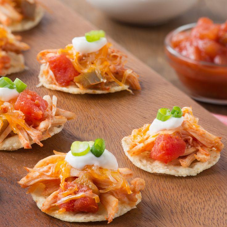 Mini tostadas au poulet effiloché - Créez la plus savoureuse recette de Mini tostadas au poulet effiloché. Tostitos® possède avec des directives étape par étape. Concoctez la meilleure/le meilleur pour n'importe quelle occasion.
