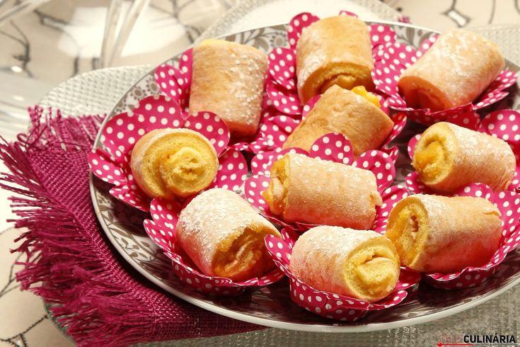 Olá! :) Prepare umas mini tortas recheadas de ovos moles para o lanche de hoje! :) São tão fofinhas! https://www.teleculinaria.pt/receitas/doces-e-sobremesas/mini-tortas-recheadas-de-ovos-moles/