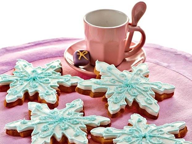 Valentina Gigli ci propone una ricetta davvero d'effetto: sono i biscotti cristalli di ghiaccio, dolce ricetta di Natale, perfetta anche per la calza della Befana. http://www.alice.tv/pasticcini-biscotti/biscotti-cristalli-ghiaccio