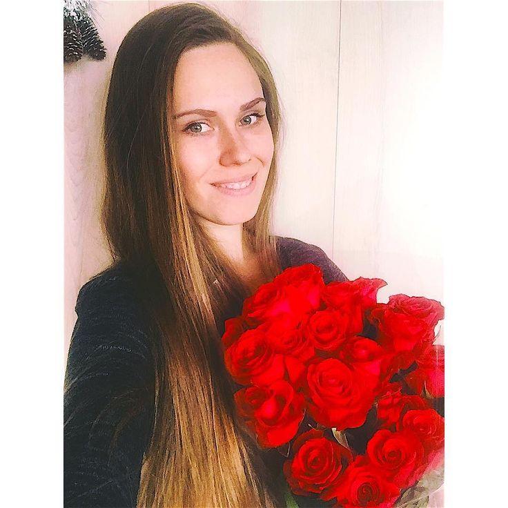 Как приятно получать неожиданные подарки когда любимый мужчина так далеко но все же не забыл поздравить влюбляйтесь любите и будьте любимы -это так прекрасно всех с праздником влюблённых  #love #valentineday #flowers #деньсвятоговалентина #14февраля by olya05_