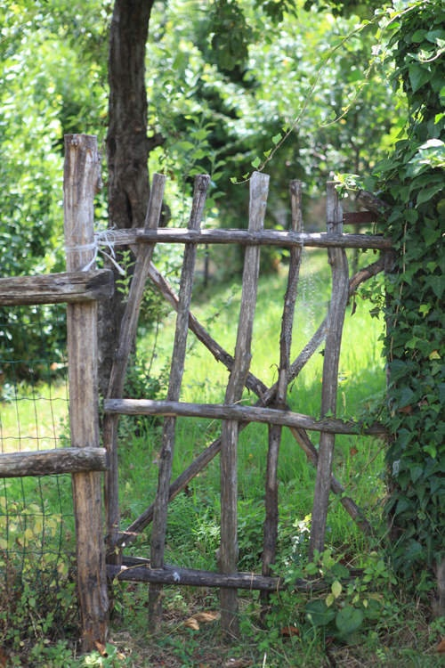 1000 id es sur le th me portes de cl tures de bois sur for Porte barriere jardin