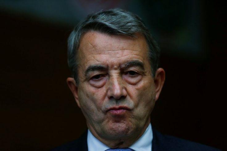 Der frühere DFB-Präsident Wolfgang Niersbach ist wegen der Affäre um die Vergabe der WM 2006 von der Ethikkommission des Fußball-Weltverbands Fifa für ein Jahr gesperrt worden.