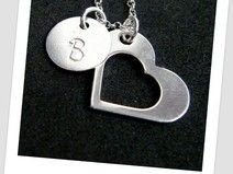 pik bijou to biżuteria w której własnoręcznie wybijamy inicjał wybrany przez Ciebie<3 http://pl.dawanda.com/product/75261463-Srebrny-personalizowany-naszyjnik-serce-Inicjal