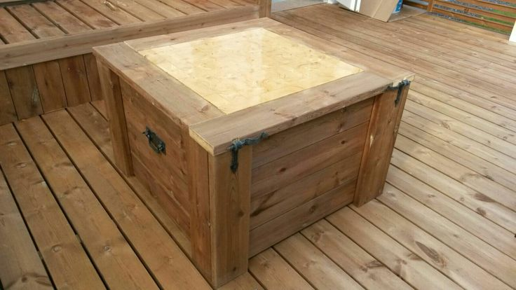 Pöytä lakattu ja valmis ☺