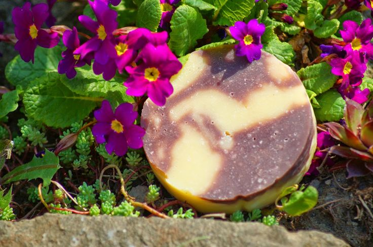Természetesen habos szappan: Báránypirosítóval színezett szappan
