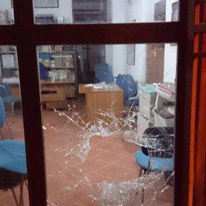 Offerte di lavoro Palermo  Scassinate le porte d'accesso dell'ufficio di via Merlo. Il vandalo scoperto si è dato alla fuga. Rubati solo alcuni fascicoli e volantini della campagna...  #annuncio #pagato #jobs #Italia #Sicilia Palermo vandalizzata la sede di Rifondazione comunista