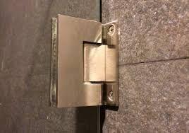 Resultado de imagen para detalle de bisagras para puertas de vidrio para baños