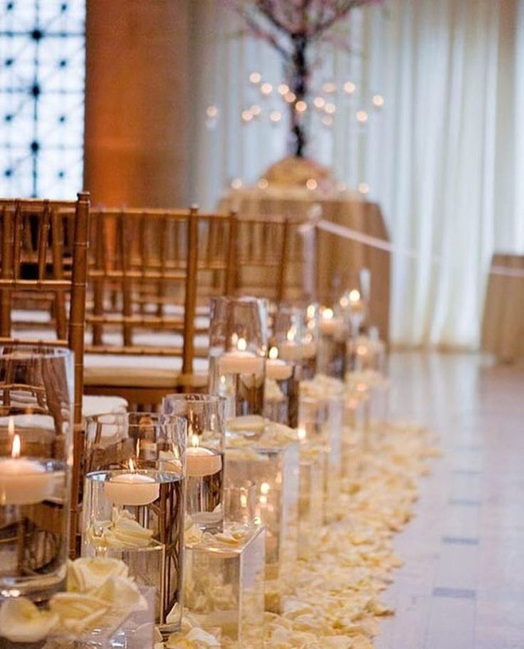 Deck out your aisle with clear vases, floating candles and a dash of loose petals for intimate & romantic ceremony decor || Photography: @kevinchinphotog