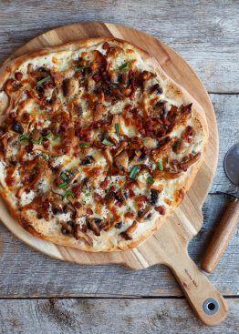 Pizza med kantareller og bacon