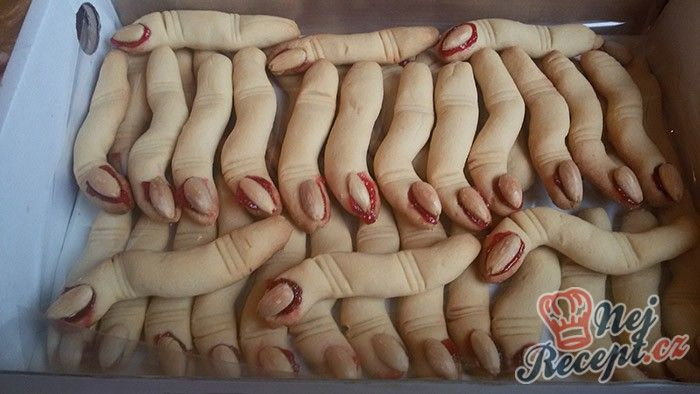 Pekla jsem dceři takové prsty do školy na Halloween. Je to jednoduchý a levný recept s úžasným efektem. Autor: Mineralka
