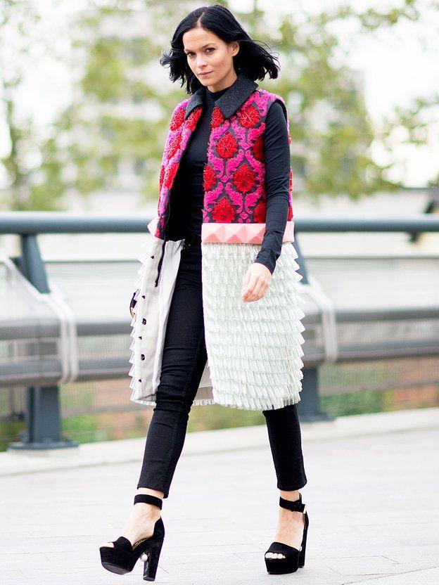ロングジレで最旬レイヤードを完成|レイ・レザーク(Leigh Lezark)の私服ファッション