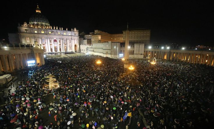The assembled crowd in St. Peter's Square anxiously awaits the presentation of the new pope. 13 March 2013