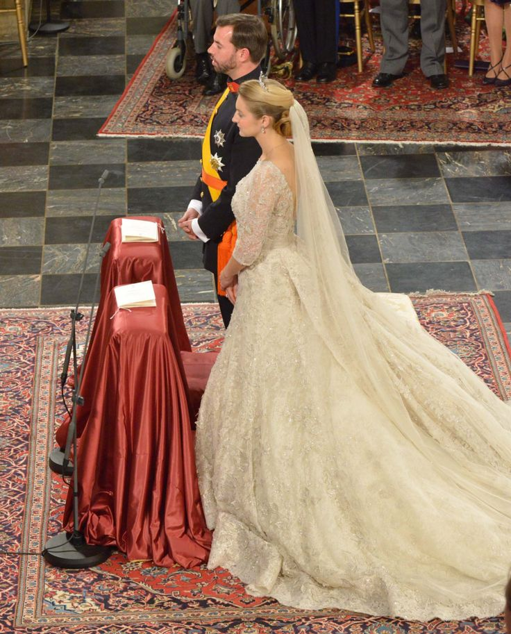 Egads I adore this gown!  THIS is what a royal wedding gown should look like!