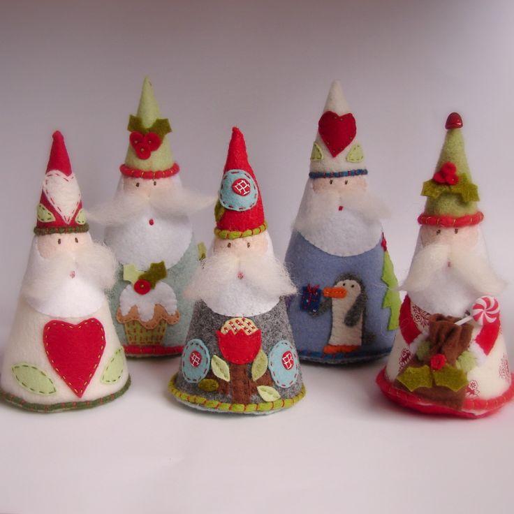 Felt Santas by Roxy Creations #Christmas